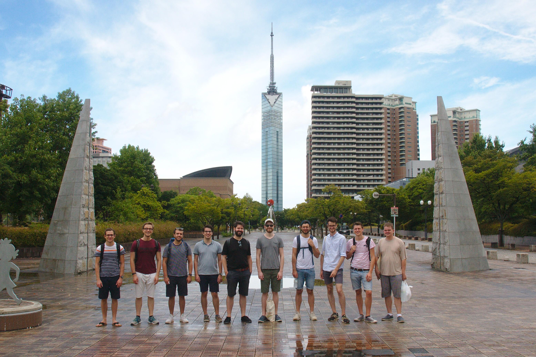 Vor dem Fukuoka Tower